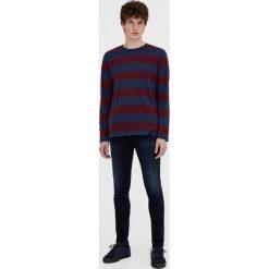 Czarne jeansy super skinny fit. Niebieskie jeansy męskie relaxed fit marki Pull & Bear. Za 59,90 zł.