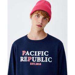"""Bluza """"Pacific Republic"""". Zielone bluzy męskie Pull&Bear, m. Za 69,90 zł."""
