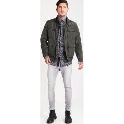 Wåven ROYD Jeans Skinny Fit light used grey. Szare jeansy męskie marki Wåven. W wyprzedaży za 143,20 zł.