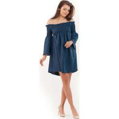 Granatowa Sukienka z Marszczonym Dekoltem Carmen. Niebieskie sukienki balowe marki bonprix, na spacer, na lato, w koronkowe wzory, z bawełny, dopasowane. Za 129,90 zł.