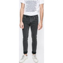 Only & Sons - Jeansy. Szare jeansy męskie regular Only & Sons, z aplikacjami, z bawełny. W wyprzedaży za 39,90 zł.