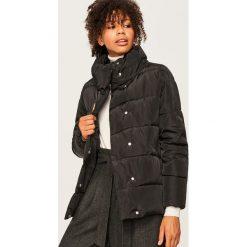 Pikowana kurtka ze stójką - Czarny. Czarne kurtki damskie pikowane Reserved. Za 179,99 zł.