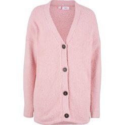Sweter rozpinany z puszystej przędzy bonprix pastelowy jasnoróżowy. Czerwone kardigany damskie bonprix. Za 74,99 zł.