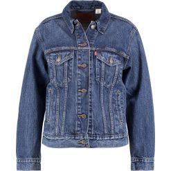 Levi's® EX BOYFRIEND TRUCKER Kurtka jeansowa stoop culture. Niebieskie bomberki damskie Levi's®, s, z bawełny. Za 399,00 zł.