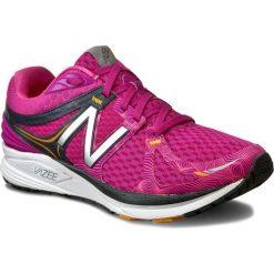 Buty NEW BALANCE - WPRSMPB Różowy. Czerwone buty do biegania damskie marki New Balance, z materiału. W wyprzedaży za 299,00 zł.
