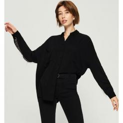 Koszula z aplikacją - Czarny. Czarne koszule wiązane damskie Sinsay, l, z aplikacjami. Za 69,99 zł.