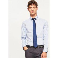 Koszula slim fit z mikroprintem - Niebieski. Niebieskie koszule męskie slim marki Reserved, m. Za 69,99 zł.