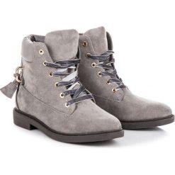 Zamszowe workery wiązane wstążką KINLEY. Szare botki damskie na zamek Ideal Shoes, z zamszu. Za 139,00 zł.