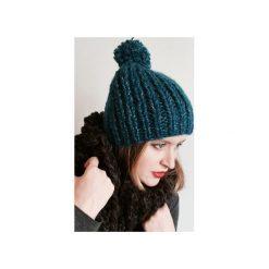 Czapki zimowe damskie: Czapka turkusowa z pomponem
