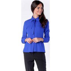 Elegancka Kobaltowa Koszulowa Bluzka z Wiązaniem przy Kołnierzyku. Niebieskie bluzki koszulowe marki Molly.pl, l, biznesowe, z długim rękawem. W wyprzedaży za 139,41 zł.