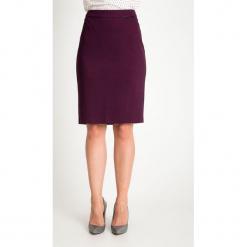 Śliwkowa ołówkowa spódnica QUIOSQUE. Czarne spódnice wieczorowe QUIOSQUE, z dzianiny, ołówkowe. Za 139,99 zł.