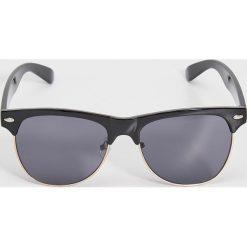 Okulary przeciwsłoneczne - Czarny. Czarne okulary przeciwsłoneczne damskie aviatory Sinsay. Za 14,99 zł.