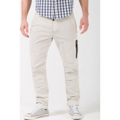 """Bojówki """"Cooper"""" - Comfort fit - w kolorze białym. Białe bojówki męskie Timezone, w paski. W wyprzedaży za 159,95 zł."""