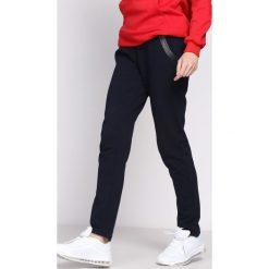 Granatowe Spodnie Dresowe Workers. Czarne spodnie dresowe damskie marki Born2be, l. Za 44,99 zł.