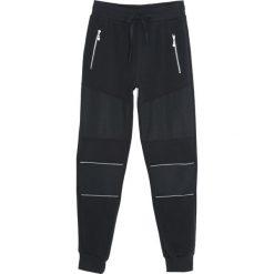 Czarne Spodnie Dresowe Rush. Czarne spodnie dresowe męskie marki Born2be, l, z aplikacjami, z dresówki. Za 34,99 zł.