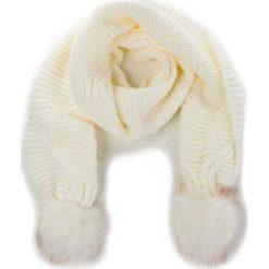Szal GUESS - Not Coordinated Wool AW6800 WOL03 OFF. Białe szaliki damskie marki Guess, z aplikacjami, z materiału. Za 229,00 zł.