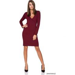 Sukienki: Sukienka z dekoltem, model T215, bordo