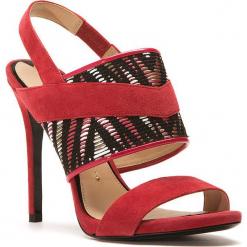 Skórzane sandały w kolorze czerwonym. Czerwone sandały damskie Stella Luna, z materiału, na obcasie. W wyprzedaży za 636,95 zł.