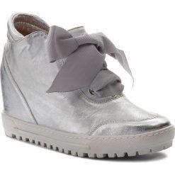 Sneakersy EKSBUT - 68-5057-369-1G Srebro. Szare sneakersy damskie Eksbut, z nubiku. W wyprzedaży za 259,00 zł.