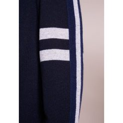 FTC Cashmere Sweter navy. Niebieskie swetry klasyczne męskie FTC Cashmere, m, z kaszmiru. W wyprzedaży za 365,70 zł.