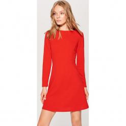 Sukienka z długimi rękawami - Czerwony. Czerwone sukienki z falbanami marki Mohito, l, w koronkowe wzory. Za 89,99 zł.