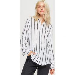 Koszula w pionowe pasy - Biały. Białe koszule damskie marki Cropp, l. Za 69,99 zł.