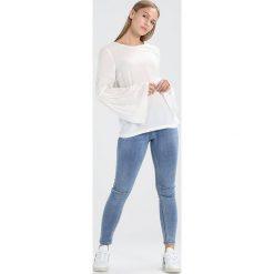 Bluzki asymetryczne: Vero Moda Petite VMELLA LS FLARE  Bluzka white