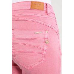 Cream LOTTE Jeansy Slim Fit sea pink. Czerwone boyfriendy damskie Cream. Za 299,00 zł.