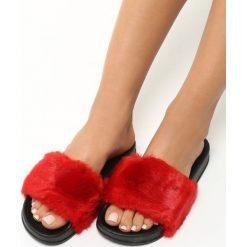 Czerwone Klapki Furrygie. Czerwone kapcie damskie Born2be, z materiału, na platformie. Za 24,99 zł.