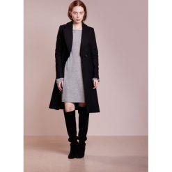 Sukienki dzianinowe: 81hours Studio BOATNECK DRESS Sukienka dzianinowa mid grey melange