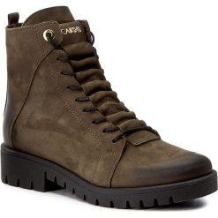 Botki CARINII - B4051 I43-000-POL-C52. Zielone buty zimowe damskie Carinii, z nubiku, na obcasie. W wyprzedaży za 269,00 zł.