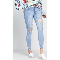 Niebieskie Jeansy Make It To Me. Niebieskie jeansy damskie marki Born2be. Za 79,99 zł.