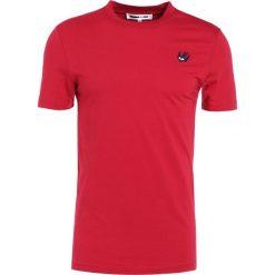 McQ Alexander McQueen CREW TEE Tshirt basic amp red. Czerwone koszulki polo McQ Alexander McQueen, m, z bawełny. Za 419,00 zł.
