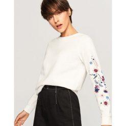 Bluzy damskie: Bluza z ozdobnymi rękawami - Kremowy