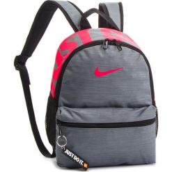 Plecak NIKE - BA5559 065. Szare plecaki męskie Nike, z materiału. Za 79,00 zł.