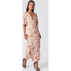 Trendyol Sukienka w kwiaty - Pink,Multicolor. Szare sukienki mini marki Trendyol, na co dzień, z elastanu, casualowe, dopasowane. Za 100,95 zł.