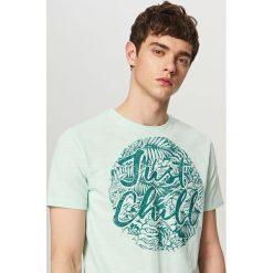T-shirty męskie z nadrukiem: T-shirt z wakacyjnym nadrukiem – Zielony