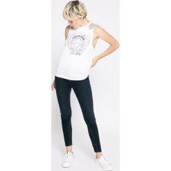 Review - Jeansy. Szare jeansy damskie Review, z bawełny. W wyprzedaży za 89,90 zł.