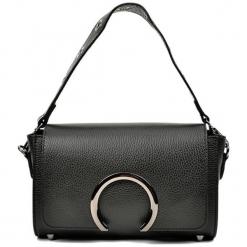 Skórzana torebka w kolorze czarnym - (S)24 x (W)15,5 x (G)8 cm. Czarne torebki klasyczne damskie Akcesoria na sylwestrową noc, w paski, z materiału. W wyprzedaży za 239,95 zł.