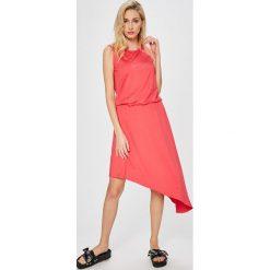 Answear - Sukienka Stripes Vibes. Szare sukienki dzianinowe marki ANSWEAR, na co dzień, l, casualowe, z okrągłym kołnierzem, mini, proste. W wyprzedaży za 69,90 zł.