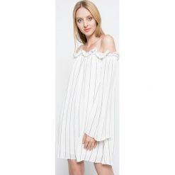 Missguided - Sukienka. Szare sukienki koronkowe marki Missguided, na co dzień, casualowe, z krótkim rękawem, mini, proste. W wyprzedaży za 99,90 zł.