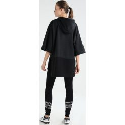 Dimensione Danza FELPA CAPPUCCIO MANICA  Bluza z kapturem black melange black. Czarne bluzy damskie Dimensione Danza, s, z bawełny, z kapturem. W wyprzedaży za 404,25 zł.