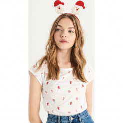 T-shirt ze świątecznym nadrukiem all over - Biały. Białe t-shirty damskie Sinsay, l, z nadrukiem. Za 14,99 zł.