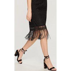 Sandały na obcasie - Czarny. Białe sandały damskie marki Graceland, w kolorowe wzory, z materiału, na obcasie. Za 119,99 zł.