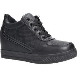 Czarne buty sportowe sneakersy na koturnie Casu MY560B. Czarne sneakersy damskie marki Born2be, z materiału. Za 39,99 zł.