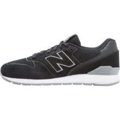 New Balance MRL996 Tenisówki i Trampki black. Czarne tenisówki męskie New Balance, z materiału. W wyprzedaży za 407,20 zł.