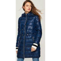 Płaszcz ze ściągaczem - Granatowy. Niebieskie płaszcze damskie Sinsay, l. W wyprzedaży za 99,99 zł.