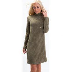 Sukienka prążkowana z perełkami khaki 6484. Brązowe sukienki Fasardi, l, prążkowane. Za 54,00 zł.