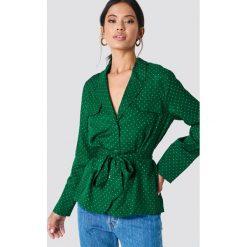 Samsoe & Samsoe Koszula z nadrukiem Karri - Green. Zielone koszule wiązane damskie marki Samsøe & Samsøe, z nadrukiem, z długim rękawem. Za 647,95 zł.
