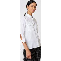 Rut&Circle Koszula z kieszonkami Nicole - White. Zielone koszule wiązane damskie marki Rut&Circle, z dzianiny, z okrągłym kołnierzem. Za 121,95 zł.